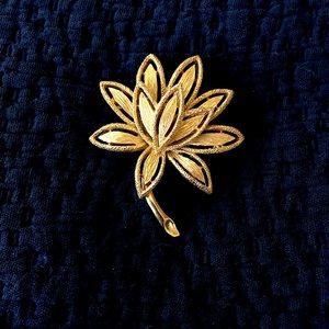 Brooch Vintage Gold Tone Flower